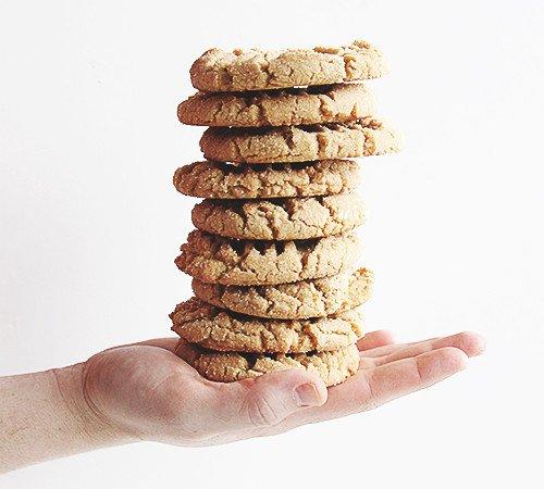 Bakery-style Peanut Butter Cookies | @thefauxmartha