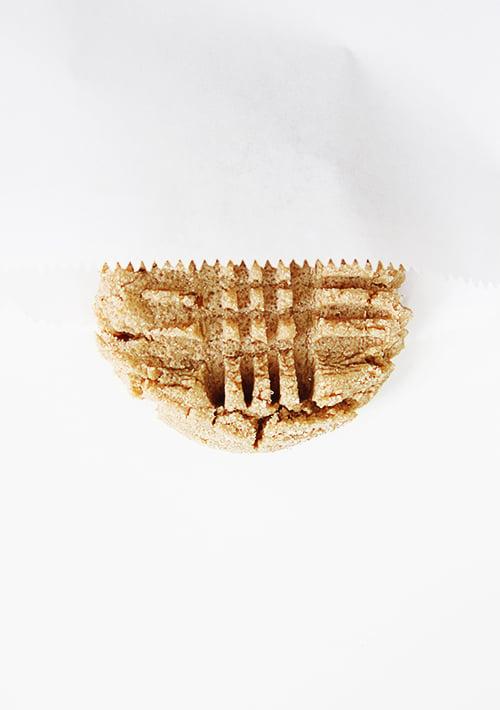 Bakery-style Peanut Butter Cookies   @thefauxmartha