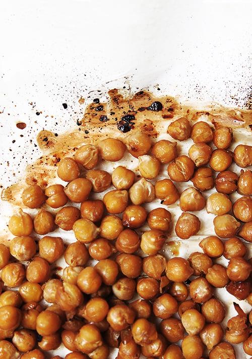 Honey Soy Roasted Chickpeas | @thefauxmartha