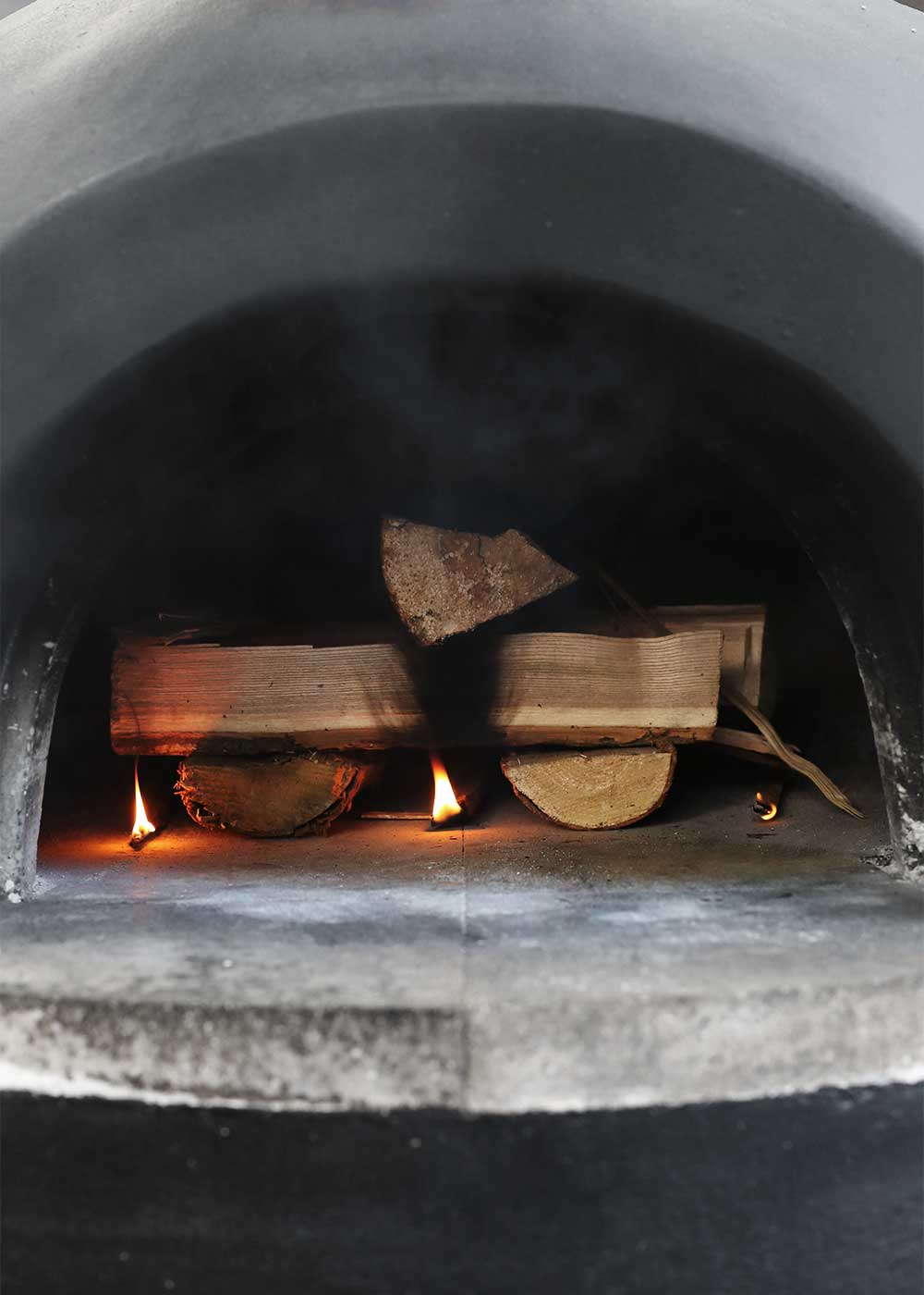 How to start a fire in a pizza oven with The Fauxmartha