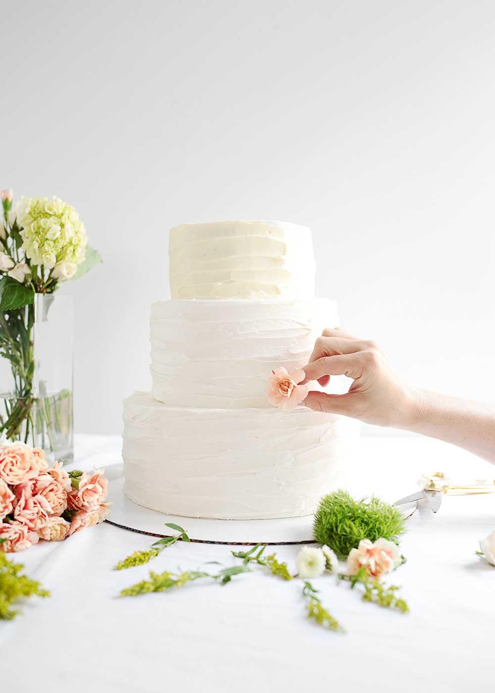 DIY Wedding Cake decorating from The Fauxmartha