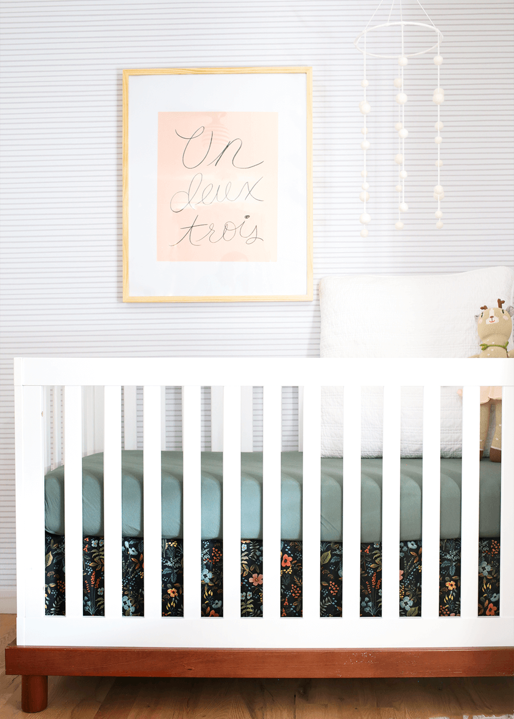 DIY no-sew crib skirt from the faux martha